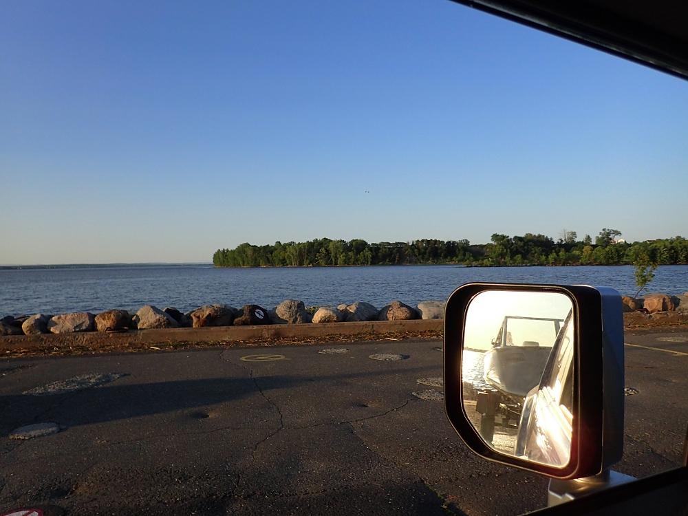 On retourne au chalet après une belle journée sur le fleuve